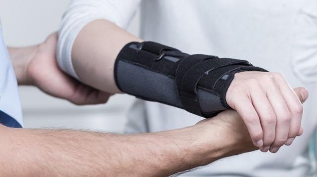 Drobne urazy odniesione w wyniku wypadku i kontuzje sportowe